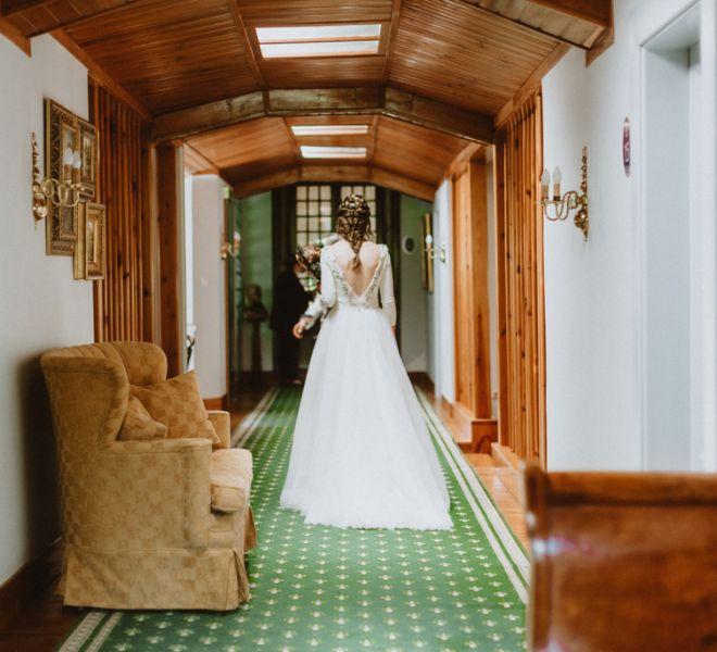 Novia-con-vestido-de-camino-a-la-boda
