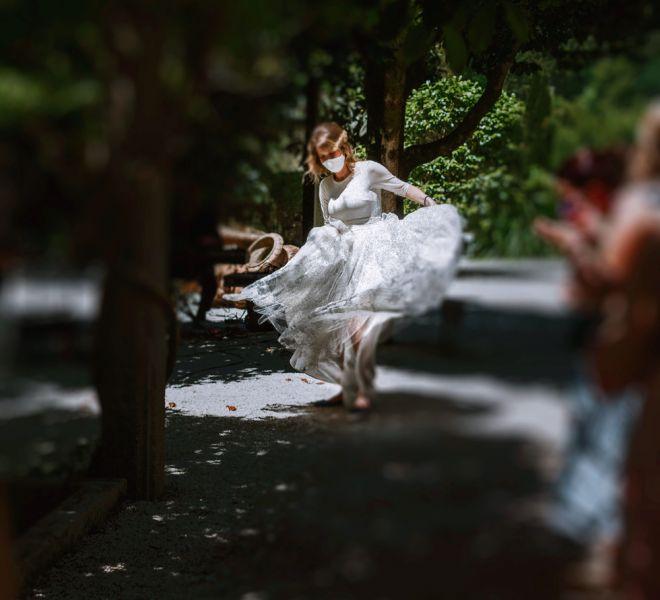 novia-bailando-con-su-vestido-de-novia