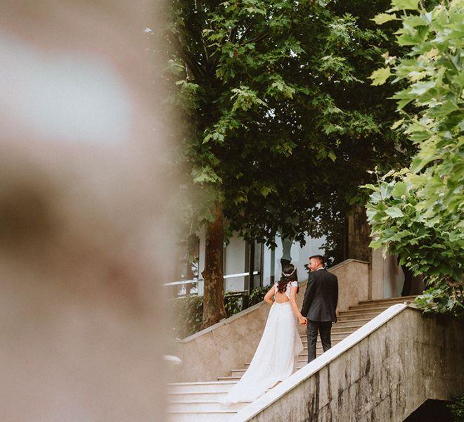 pareja-de-recien-casados-escalinata-pazo