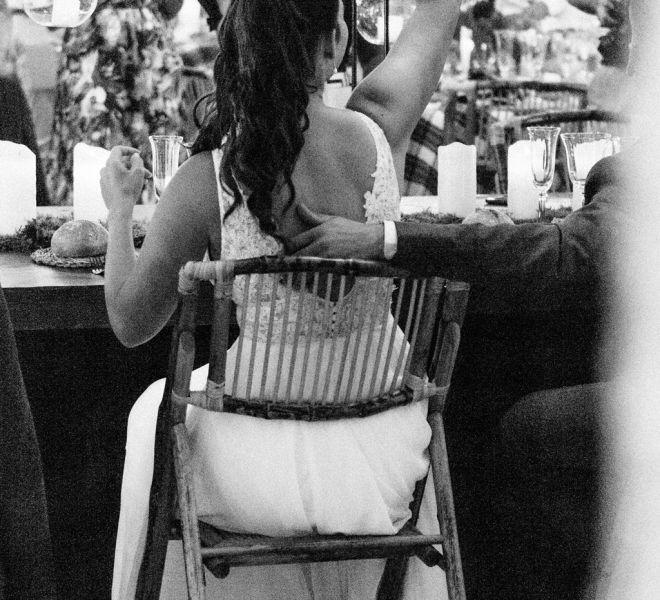 la-novia-disfrutando-en-su-banquete-de-boda-pazo