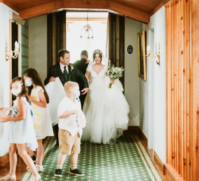 novia-de-camino-a-la-ceremonia-civil-pazo-do-tambre