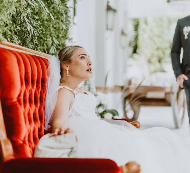 novia-descansando-exteriores-pazo-cerca-de-santiago