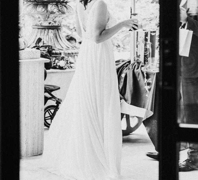 novia-en-los-exteriores-del-salon-los-olivos-pazo-cerca-de-santiago