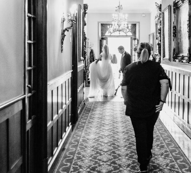 novia-pasillo-en-un-pazo-con-historia-cerca-de-santiago