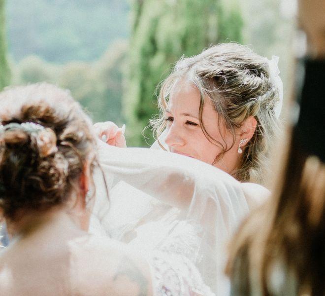 novia-sonriendo-en-su-boda-en-un-pazo-gallego