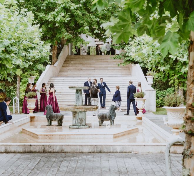 pareja-de-novios-e-invitados-boda-en-pazo-do-tambre