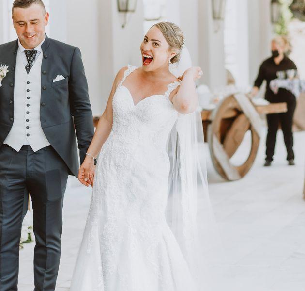 pareja-de-recien-casados-boda-pazo-cerca-de-santiago