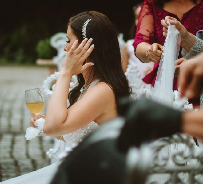 novia-descansando-en-los-jardines-de-pazo-do-tambre