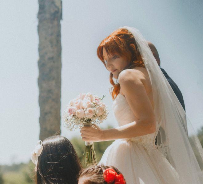 novia-en-los-exteriores-de-pazo-gallego-santiago