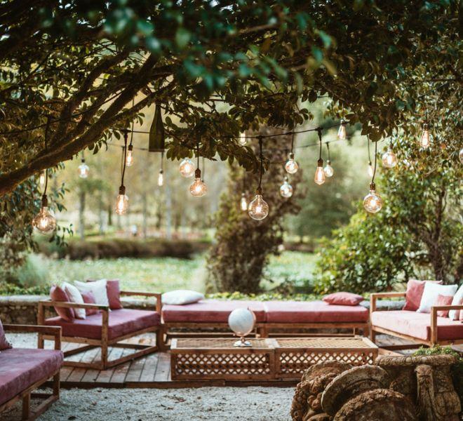 decoracion-rincon-chill-out-para-boda-jardines-pazo-cerca-de-santiago