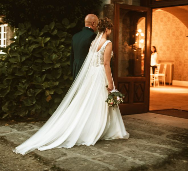 llegada-de-los-novios-al-banquete-en-salon-para-bodas-cerca-de-santiago
